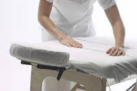 mobile office massage im büro auf massagetisch